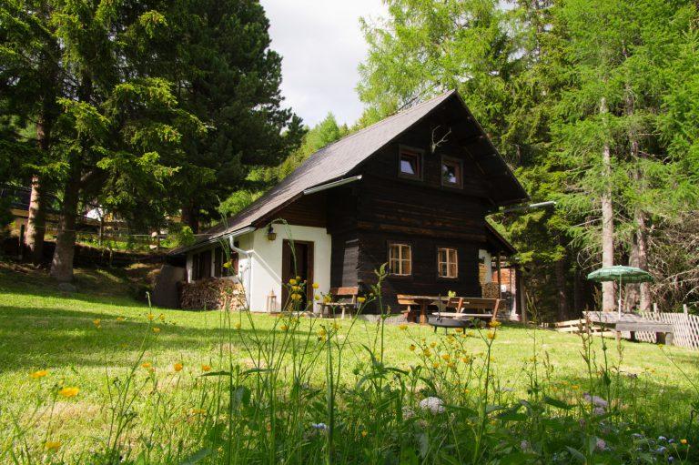 Falkert Hütte mit Sommerwiese