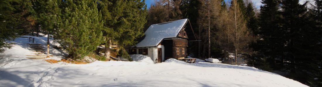 Falkert-Huette Winteransicht